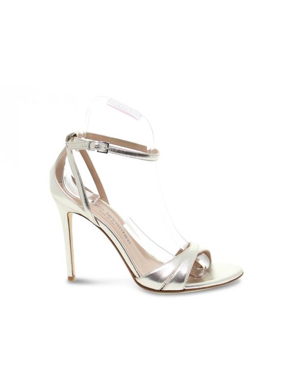 Sandalo con tacco Sergio Levantesi in laminato platino